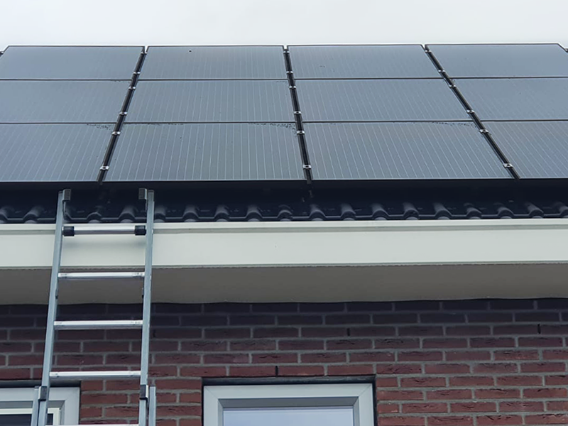 zonnepanelen laten schoonmaken professioneel